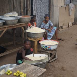 Young_kinds_in_Benin-900×599
