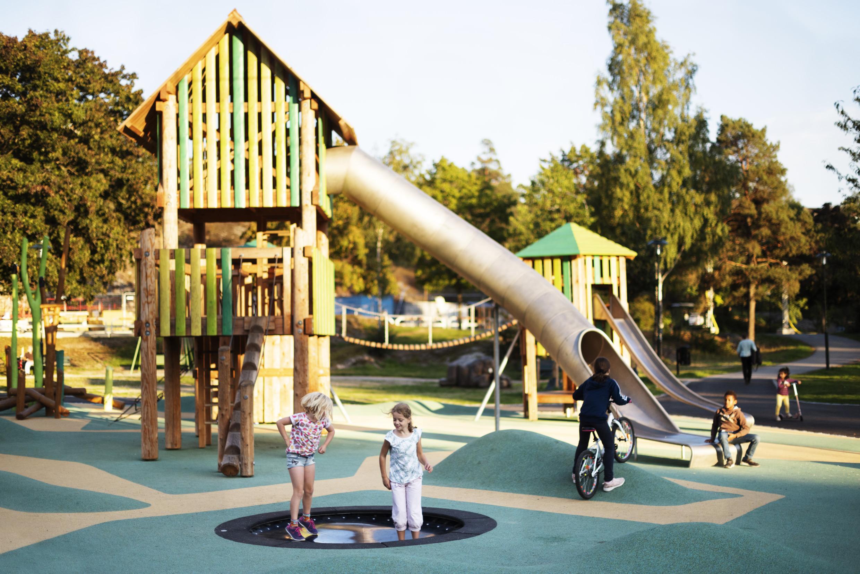Zviedrija, ģimenes, bērni, atpūta, Stokholma, rotaļu laukums