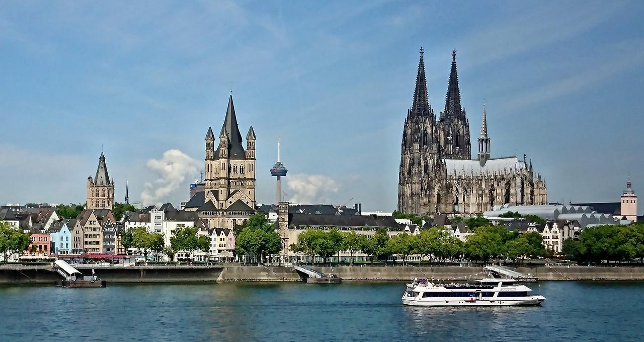 Ķelne, Vācija, ceļo uz Vāciju, iepirkšanās, Reina, balkus Reinai, Katedrāle, dvīņu torņi,